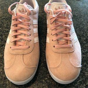 Adidas Gazelle light pink suede sneakers 👟